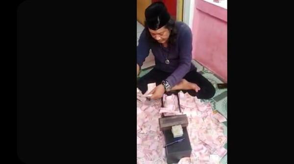 Polisi Tegaskan Uang yang Digandakan Ustaz Gondrong di Bekasi Palsu!