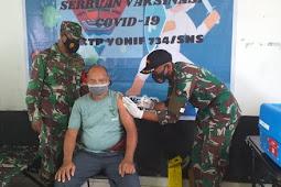 Indra Hirawanto Pimpin Vaksinasi Covid-19 bagi Purnawirawan dan Warakawuri Kodim Saumlaki