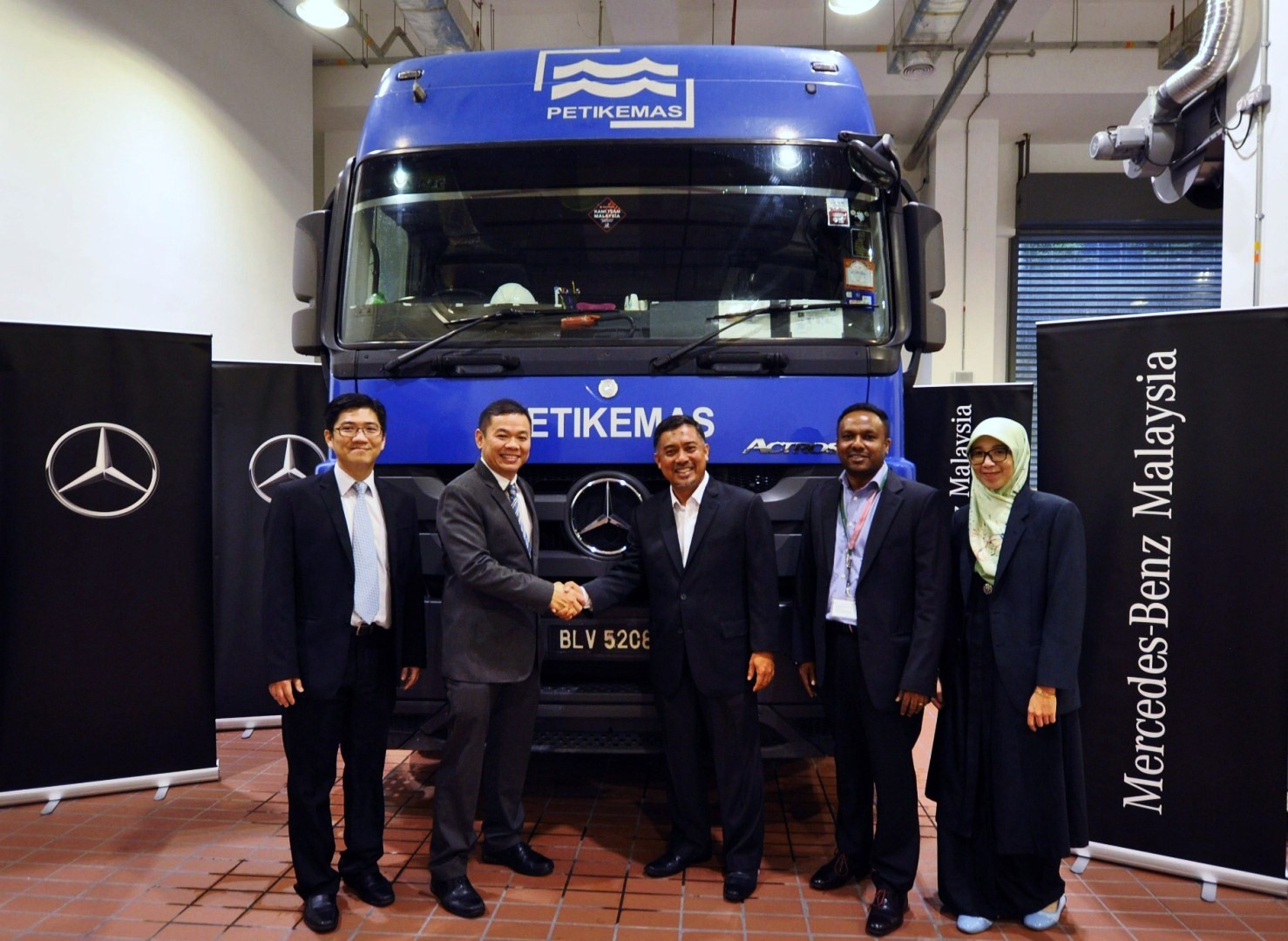 Motoring-Malaysia: Truck News: Syarikat Logistik Petikemas Renews ...
