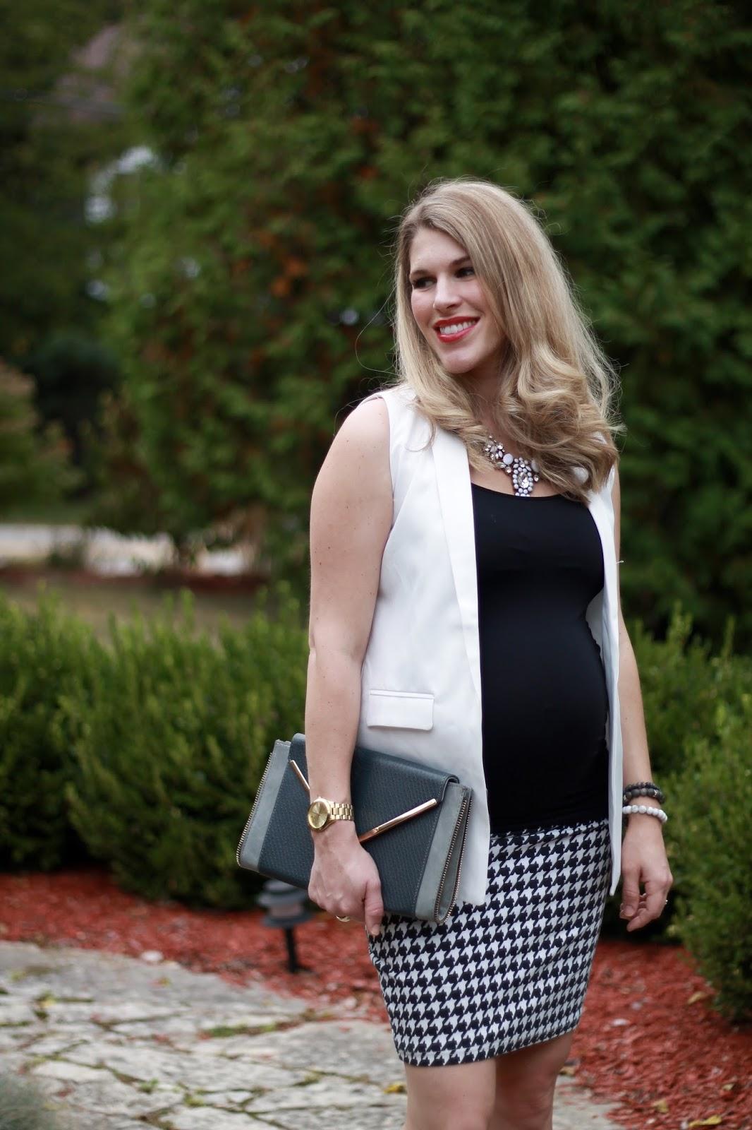 white sleeveless blazer for work, white sleeveless blazer, houndstooth skirt, fall maternity workwear