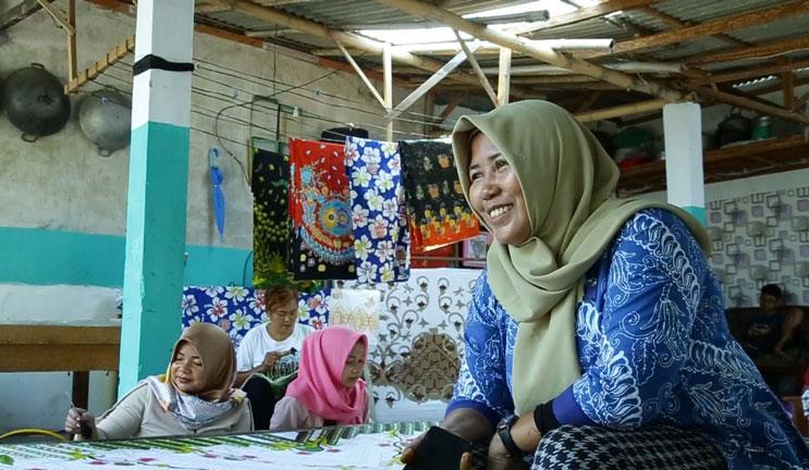 Pengrajin Batik di Yosowilangun Lor Bikin Desain yang Unik