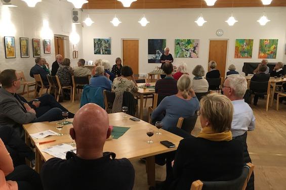 Anne Grete Hvirvelkær taler til forsamlingen