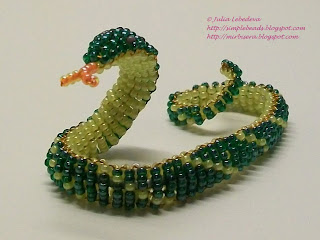 Змея из бисера схема плетения.