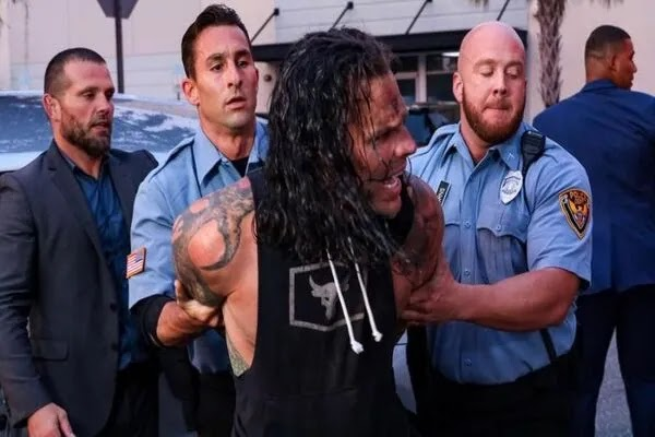 الشرطة تعتقل جيف هاردي بتهمة دهسه ل ألايس بسيارة مجهولة ووجدوه تحت تأثير الكحول