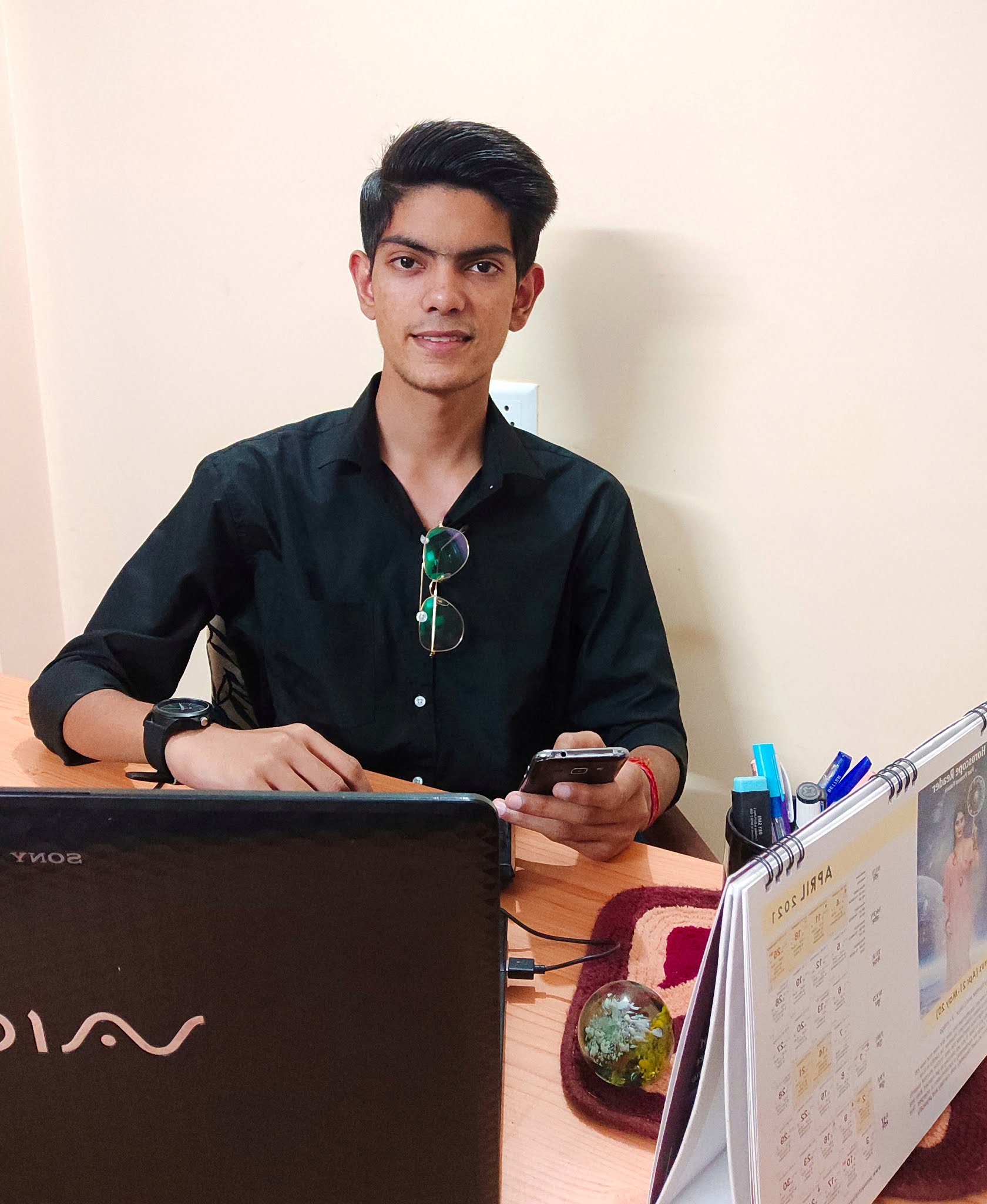 Blogger-Digital-Magnate-and-Artist-Ronit-Raj-is-Inspiring-the-Youth-to-become-self-reliant-shared-easy-earning-sources