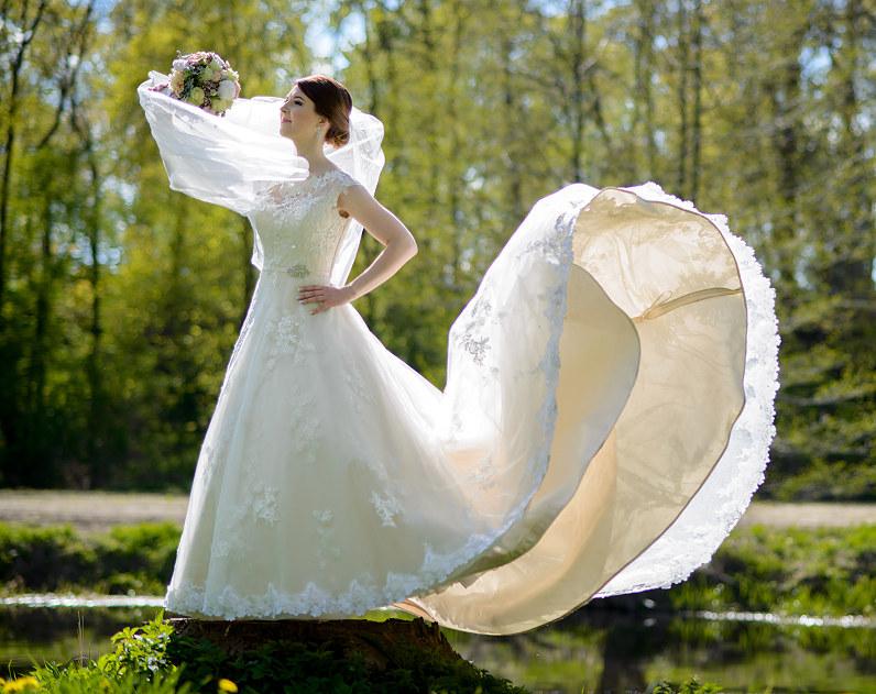 prabangi nuotakos suknelė su šleifu Panevėžyje