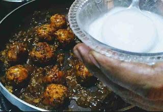 Pouring corn flour slurry into veg manchurian gravy