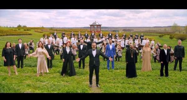 """""""Українці здатні творити шедеври"""", - Пономарьов зібрав зірок для унікального виконання """"Христос Воскрес"""" на 12 мовах"""