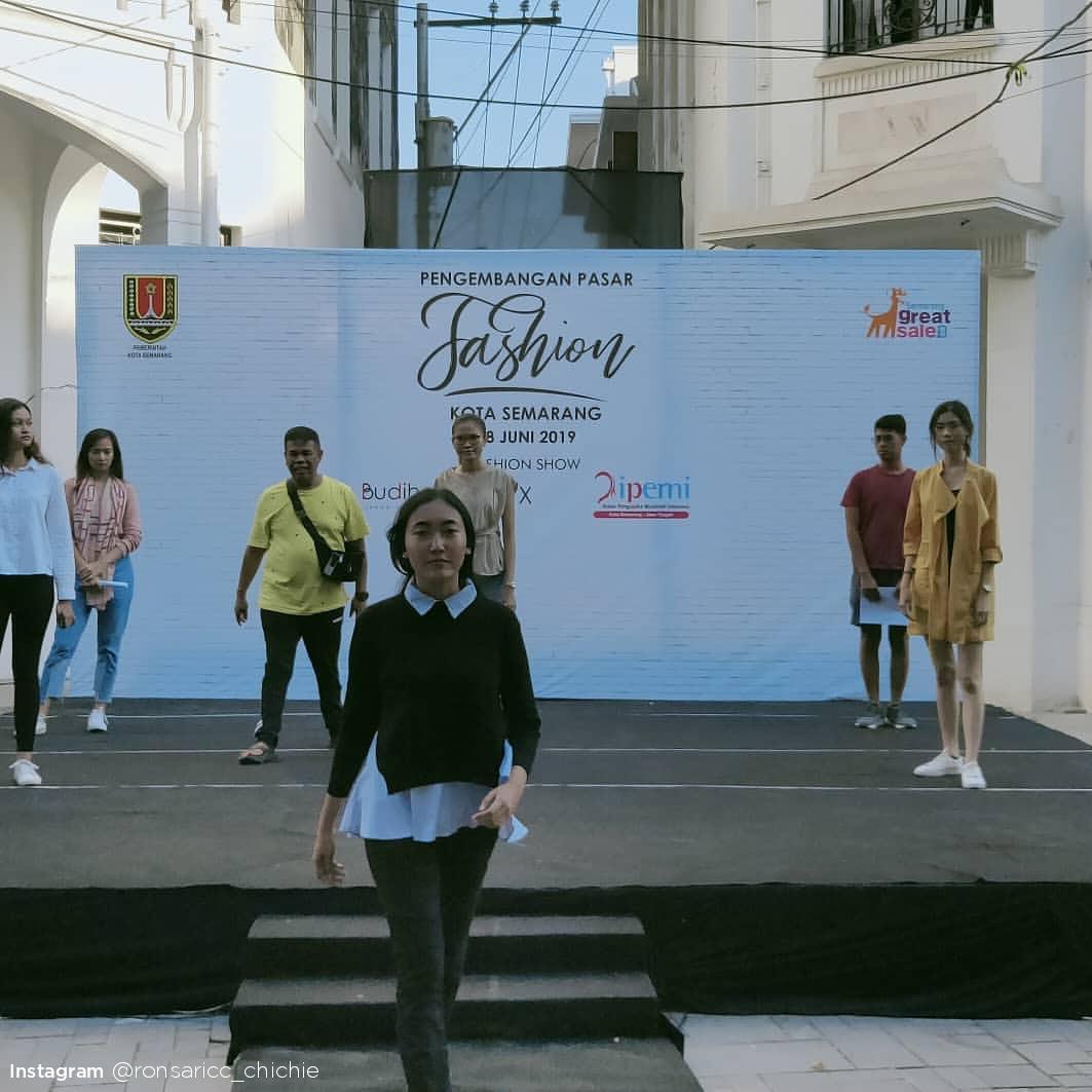 [Instagram] Ketika Halaman Gedung Monod Diephuis Digunakan Untuk Acara Fesyen, Seperti Apa Konsepnya?