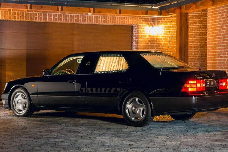 Lexus LS400 'dài ngoằng' của Tiểu vương Ả-Rập chỉ 991 triệu đồng