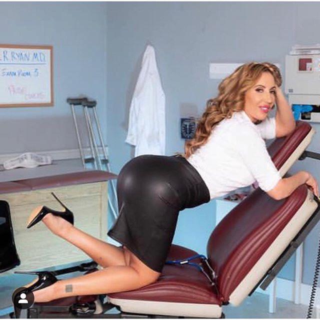 Richelle Ryan Hot & Sexy Pics