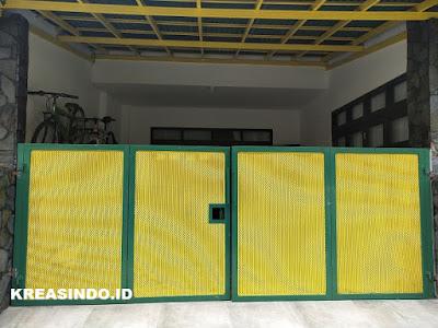 Pintu Pagar Lipat Plat Perforated pemasangan di Rumah Bpk Bowo Villa Pertiwi Depok - Order Ke 2