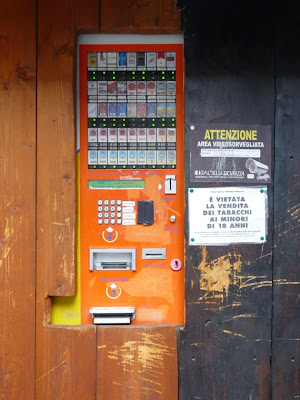 イタリア タバコの自販機