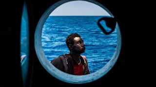 انقذ الكثير من المهاجرين في المتوسط..إيطاليا تفرض غرامة مالية ضخمة على ربان سفينة