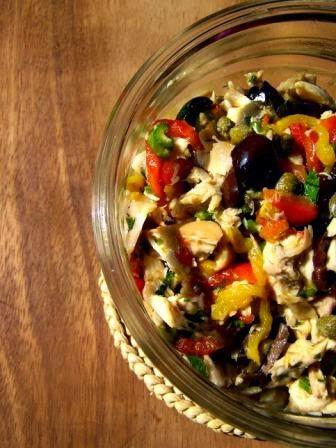 Insalata di pollo con capperi e olive