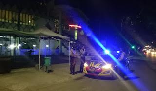 Beri Rasa Aman, Kanit Sabhara Polsek Enrekang Lakukan Blue Light Patrol