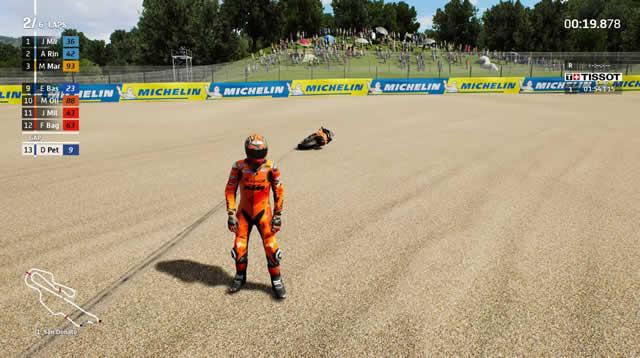 MotoGP 21 walk to the motorcycle