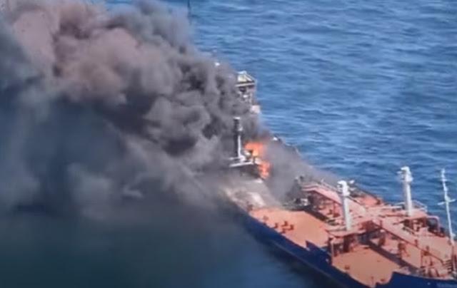 Πυρκαγιά σε φορτηγό πλοίο βόρεια της Ελαφονήσου - Εγκαταλείφθηκε από το πλήρωμά του