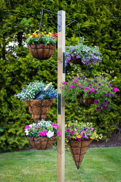 Outdoor decoration with hanging flower pots 4