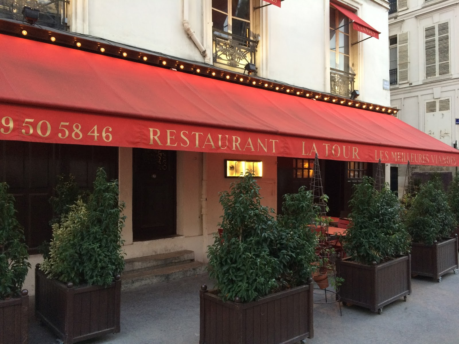 restaurant la tour versailles france travel is my. Black Bedroom Furniture Sets. Home Design Ideas