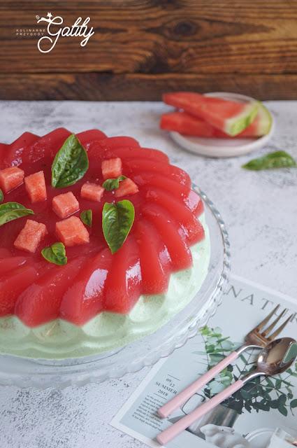 czerwona-galaretka-widopk-z-gory-ciasto