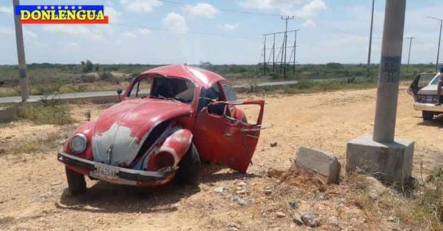 1 Muerto y 5 Heridos tras chocar un escarabajo contra un poste en Los Taques