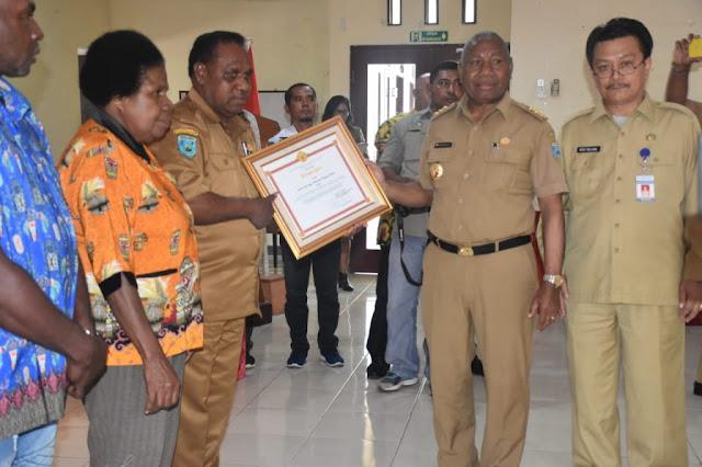 Dominggus Mandacan Harapkan Koordinasi Antar Daerah Tingkatkan UKM dan Kapasitas SDM di Papua Barat