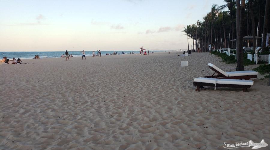Extensa faixa de areia da praia de Porto das Dunas