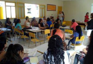 Professores de Batalha participam de reunião para avaliação das escolas de tempo integral