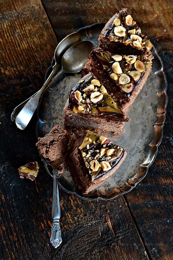Upojenie .. czyli mocno czekoladowy sernik z Baileys, orzechami i kajmakiem