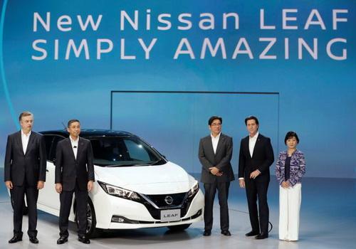 Tinuku New Nissan Leaf EV for $29,000 and 300 miles