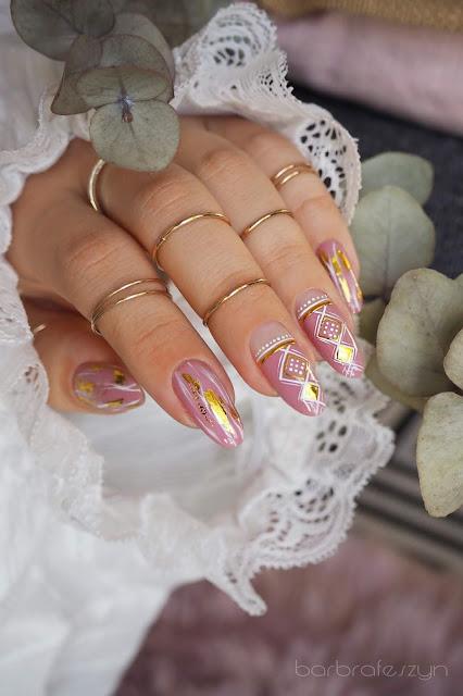 Złote naklejki na paznokcie