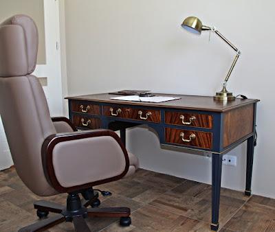 Metamorfoza biurka farbami kredowymi Fleur