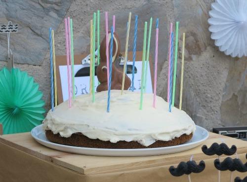 Pastel carrot cake con conejo de chocolate
