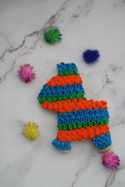 Piñata cookie @www.thecookiecouture.com