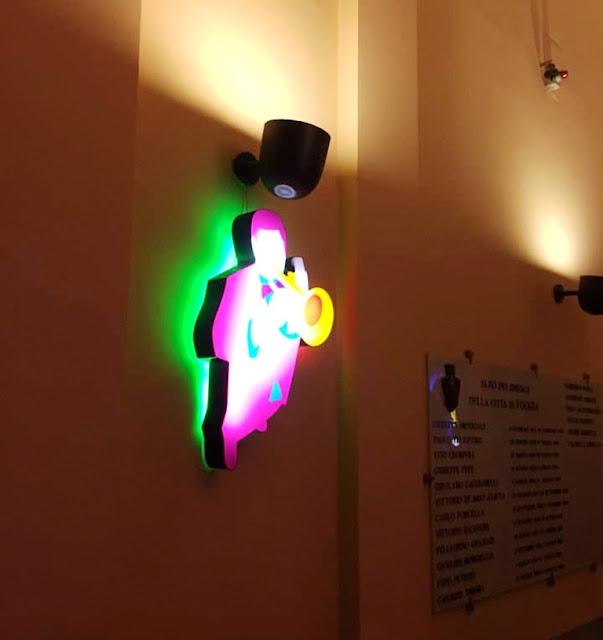 """""""Luci a Palazzo di Città"""", nel Municipio di Foggia la personale di Marco Lodola a cura di Giuseppe Benvenuto"""