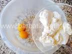 preparare reteta tiramisu cu lamaie - mascarpone pus in vas cu galbenusurile