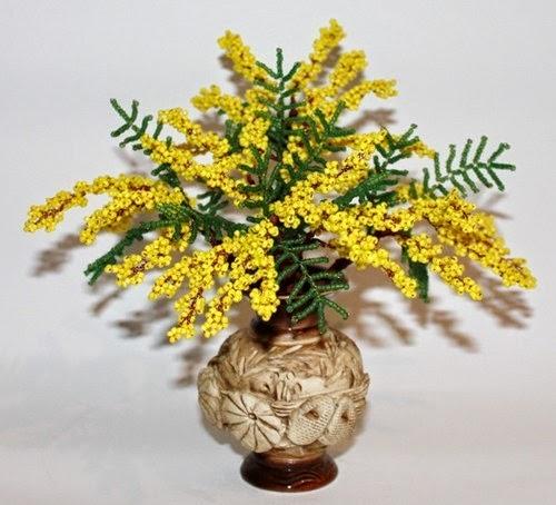 букет мимозы из бисера в вазе