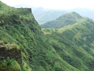 सिंहगड किल्ला, कोंढाणा किल्ला, तानाजी मालुसरे, शिवाजी महाराज,sinhgad fort,kondhana fort,tanaji malusare,shivaji maharaj