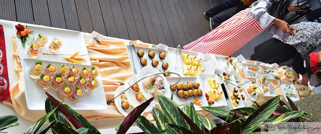 Finger food disajikan dimeja buffet sambil menikmati pemandangan gunung Sumbing.Syurgah! (Dok.pri)