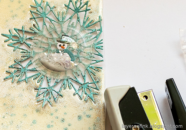 Layers of ink - Heat Embossed Snowflake Tag with Dome Tutorial by Anna-Karin Evaldsson.