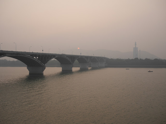 sun setting behind Juzizhou Bridge (橘子洲大桥) in Changsha