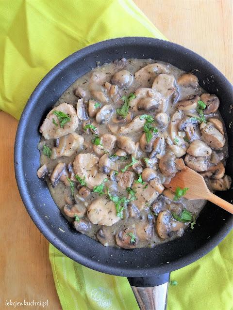 Polędwiczki wieprzowe w sosie pieczarkowym przepis