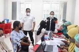 Kasrul Selang Pantau Vaksinasi Massal Tahap II di Fakultas MIPA Unpatti Ambon
