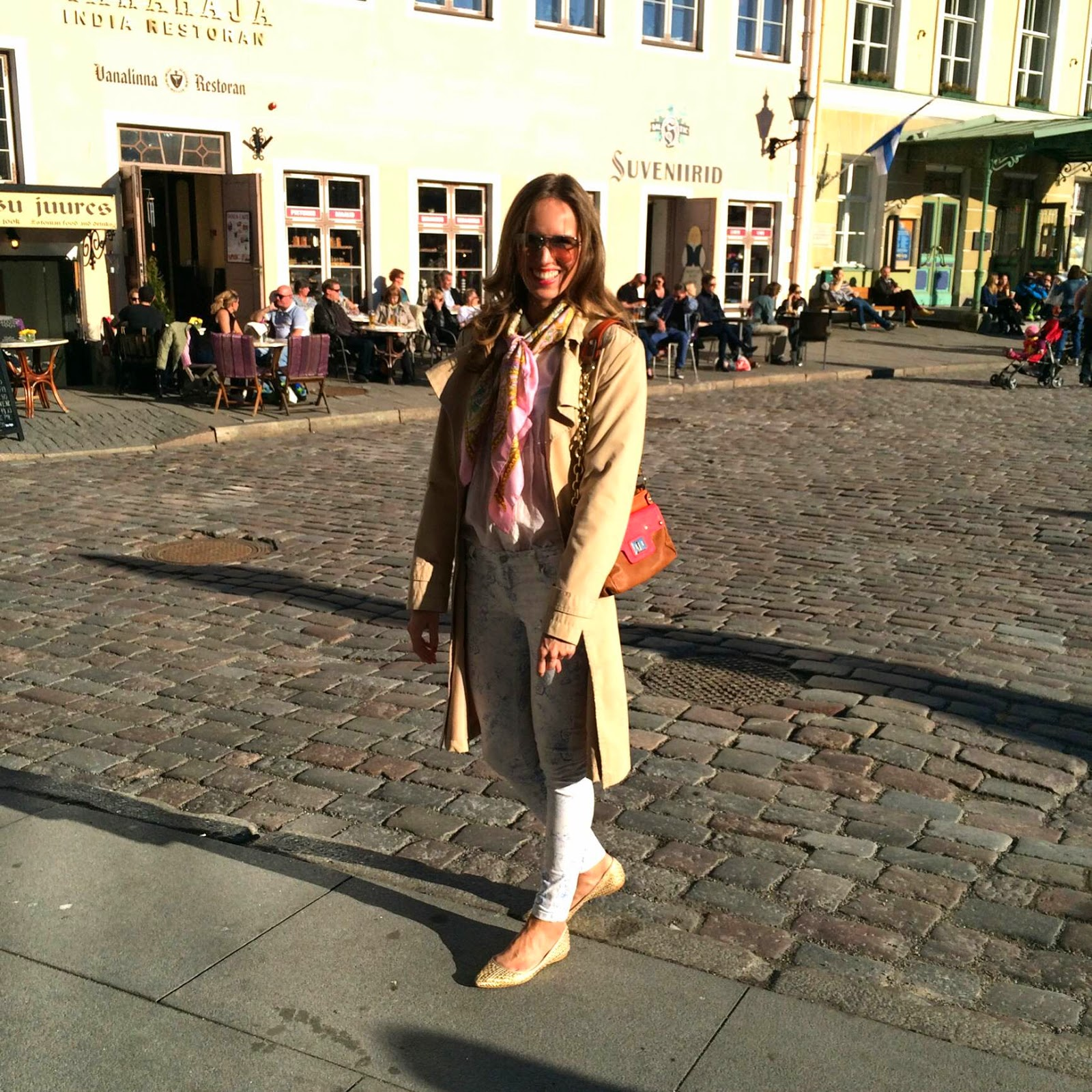 tallinn-town-hall-square-outfit