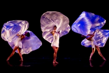 W MOMIX Forever Barclays Teatro Nazionale   Flying News