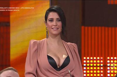 Claudia Ruggeri nuovo abbigliamento avanti Un Altro 31 marzo