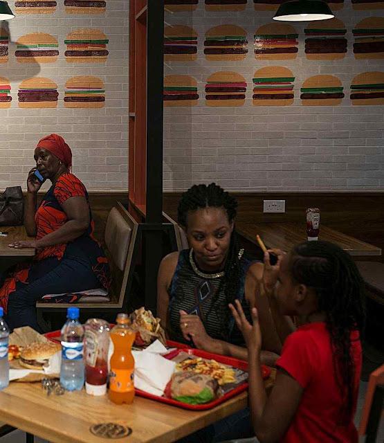 Burger King no mall do bairro de Karen em Nairobi.