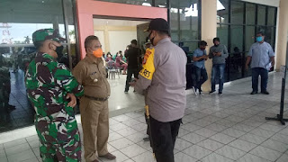Pelaksanaan Screening Kesehatan Bagi Penumpang yang Baru Saja Mendarat di Bandara Juwata Tarakan - Tarakan Info