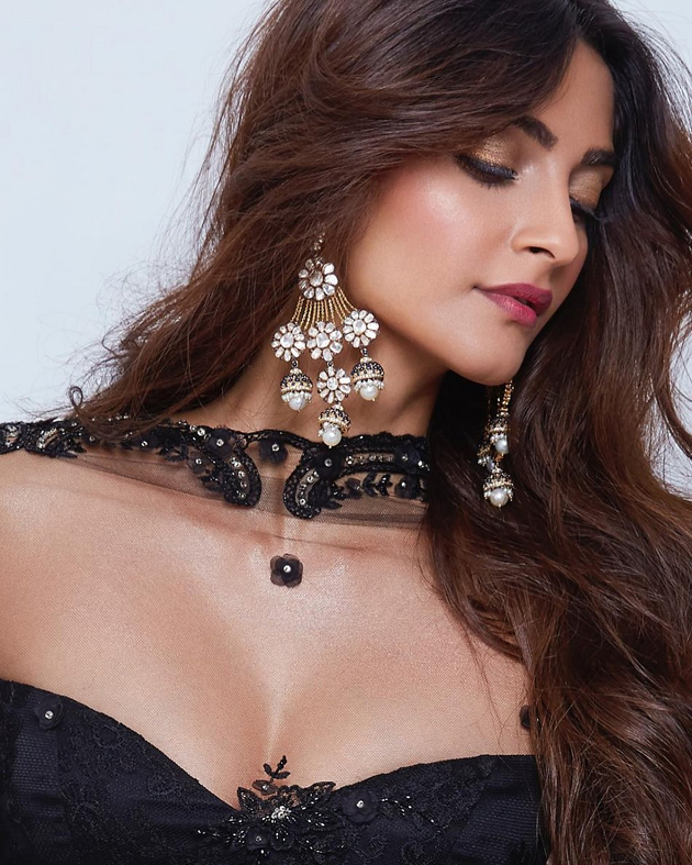 Sonam Kapoor Hot And Sexy Pics